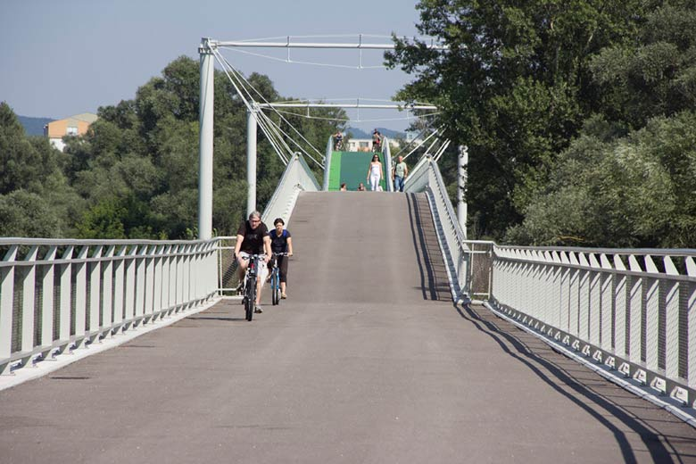 Pedestrian and cycling bridge over the Morava River in Devinska Nova Ves 3